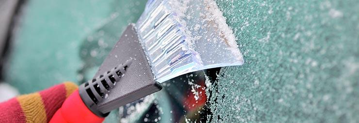 pulizia ghiaccio parabrezza