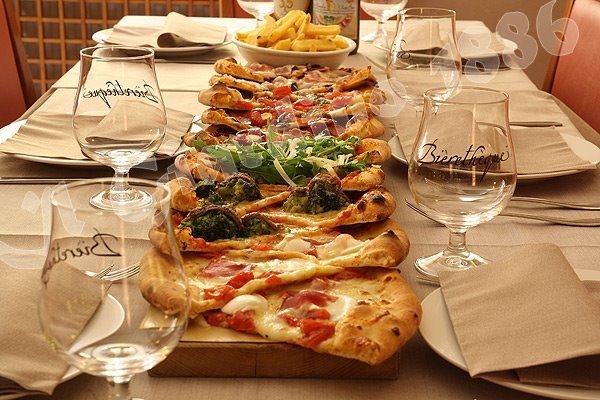 Il giardino pizzeria pizzeria il giardino castello di cervinara youtube pizzeria il giardino - Il giardino di barbano ...