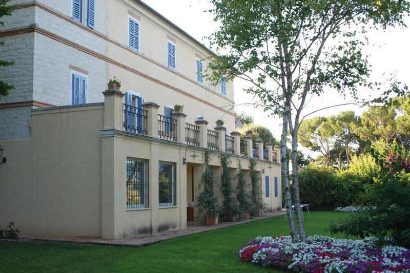 Fattoria Le Terrazze - Vini e spumanti - produzione e ingrosso ...