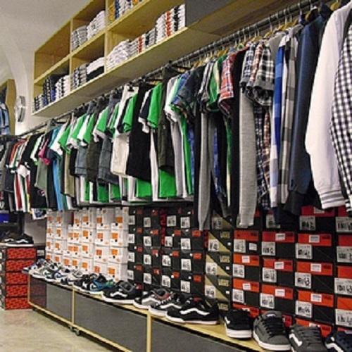 scarpe e borse con moltissimi accessori moda. Serviamo tutta la provincia  di... APRE alle 16 30 · 8 recensioni · King Boutique 98676b8657a