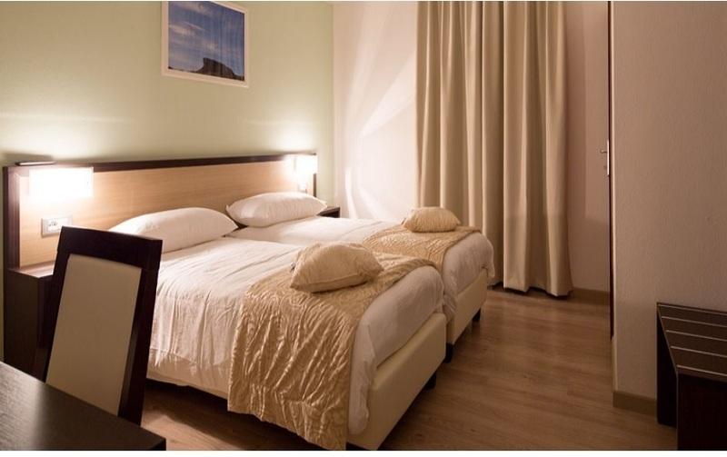 Bagno disabili ristorante camere per disabili a for Camere albergo dwg