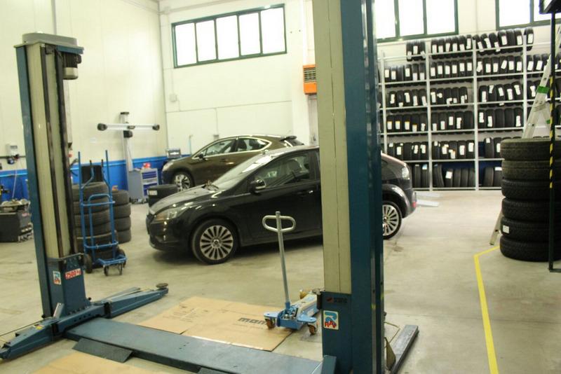 Gommista officina dm garage repubblica di san marino for Piani di officina di garage