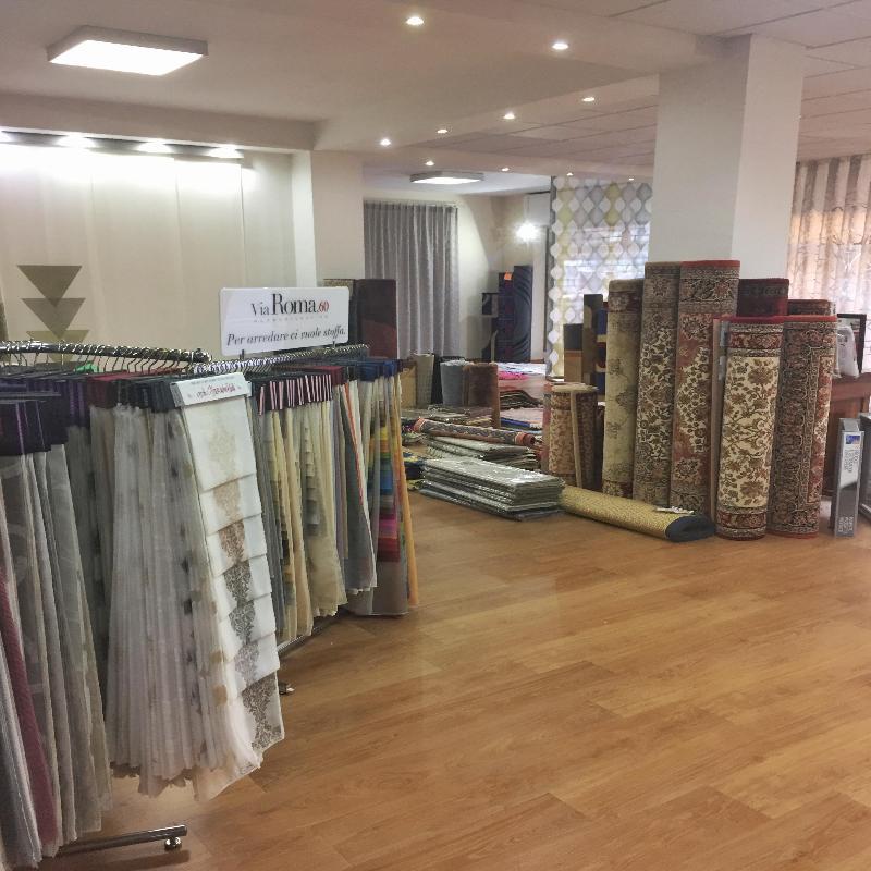 tende, tessuti d'arredo, tappeti, carte da parati e tanti altri prodotti