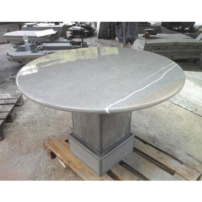 Tavoli e piani cucina in arenaria