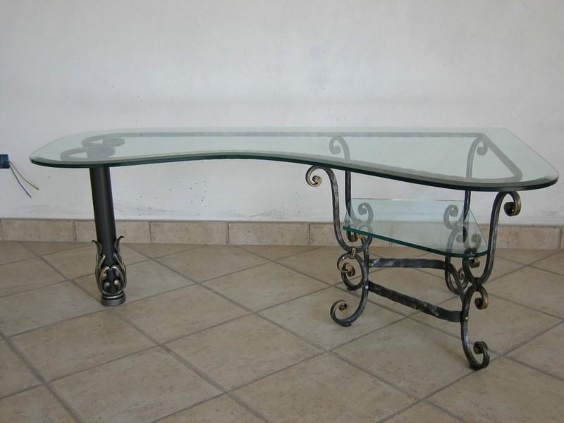 Tavoli in ferro battuto e vetro