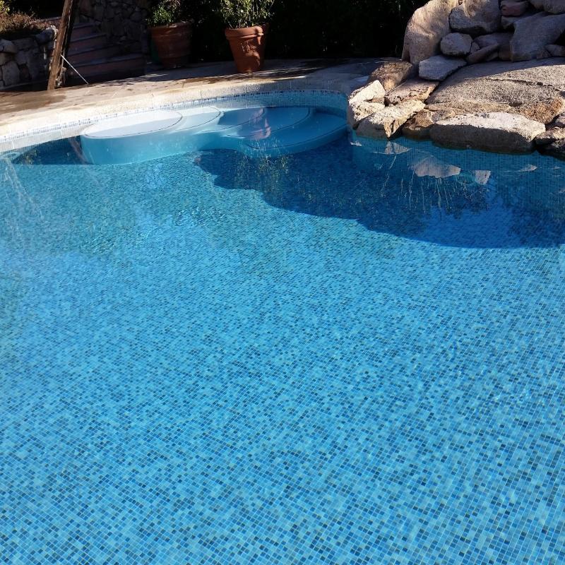 Piscina pavimentazione mosaico azzurro