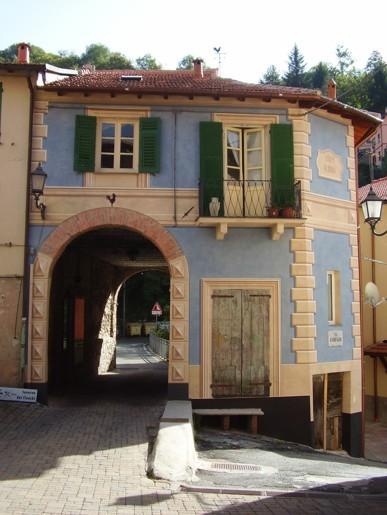 Decorazioni murarie facciata