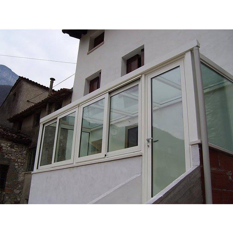 Veranda con ingresso