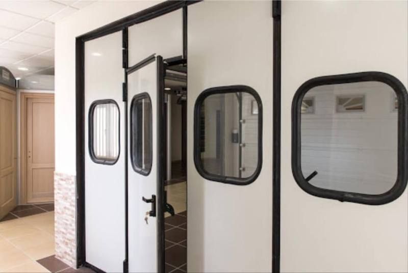 serrande blindate per garage Le nostre porte basculanti blindate di sicurezza per garage vengono costruite in pannelli rinforzati d'acciaio coibentato con poliuretano espanso.