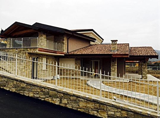 Edificio unifamiliare  a Grumello del Monte (Bg)