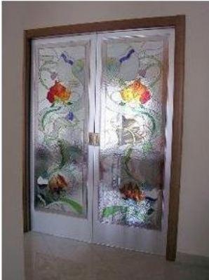Porta con decorazione floreale