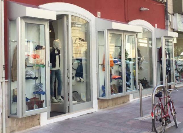 Abbigliamento a Bari Via Melo da Bari  b81120c2a728