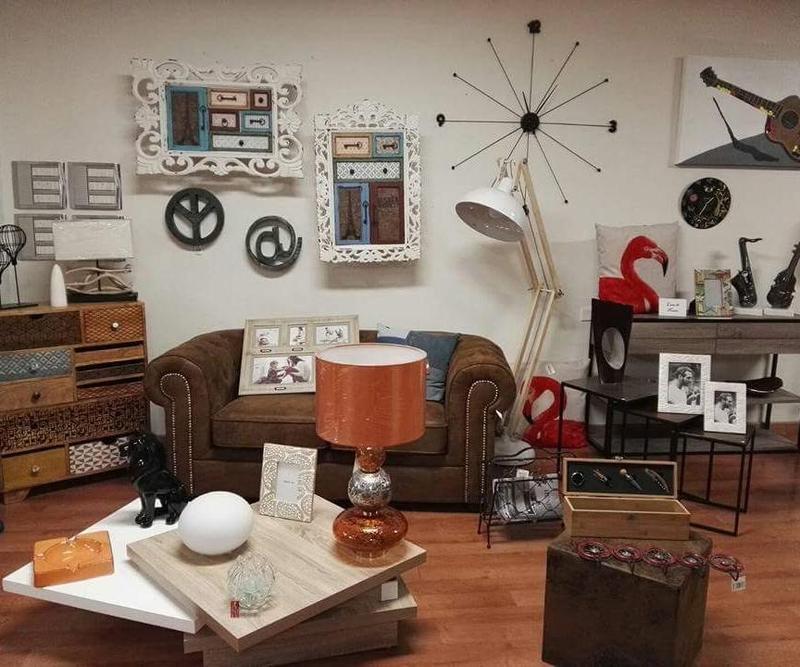 Mobile - Divano - Tavolino - Lampade - Vintage - design - arredo