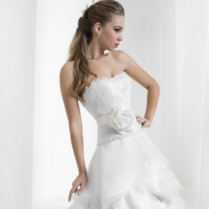 Sartoria per abiti da sposa a Crispiano  5c03776f026