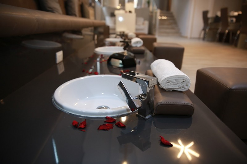 Base coat nail salon milano via nirone 2 a - Base coat nail salon ...