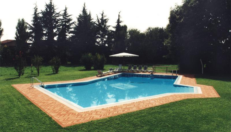 Piscine ed accessori costruzione e manutenzione piscine for Accessori piscine