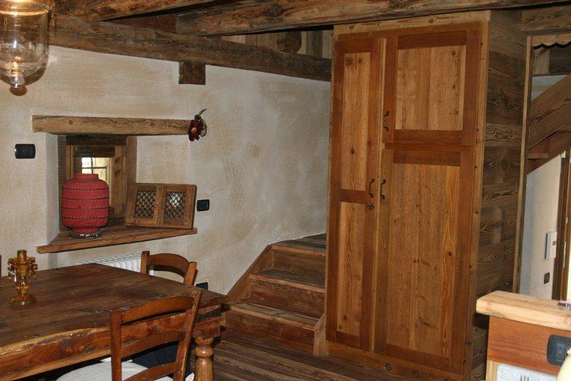 Falegnameria v r pontey frazione lassolaz 30 for Arredamento in legno