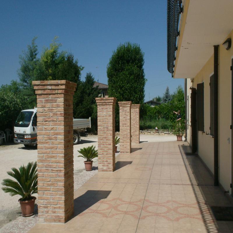 pilastri portico in mattoni a faccia vista