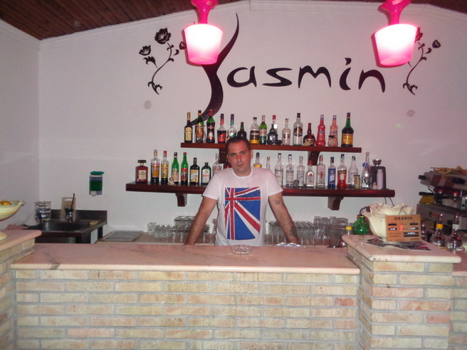Yasmin Night Club