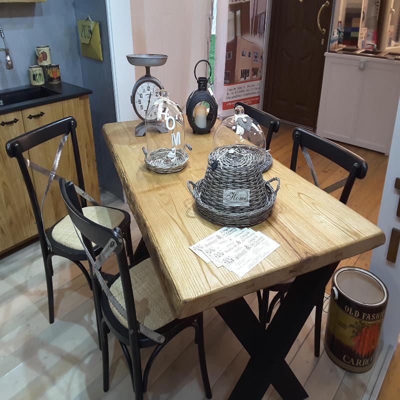 Tavolo in massella di castagno