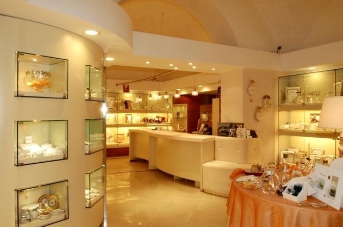 adriatica arredamenti negozi i a n trani via barletta 223