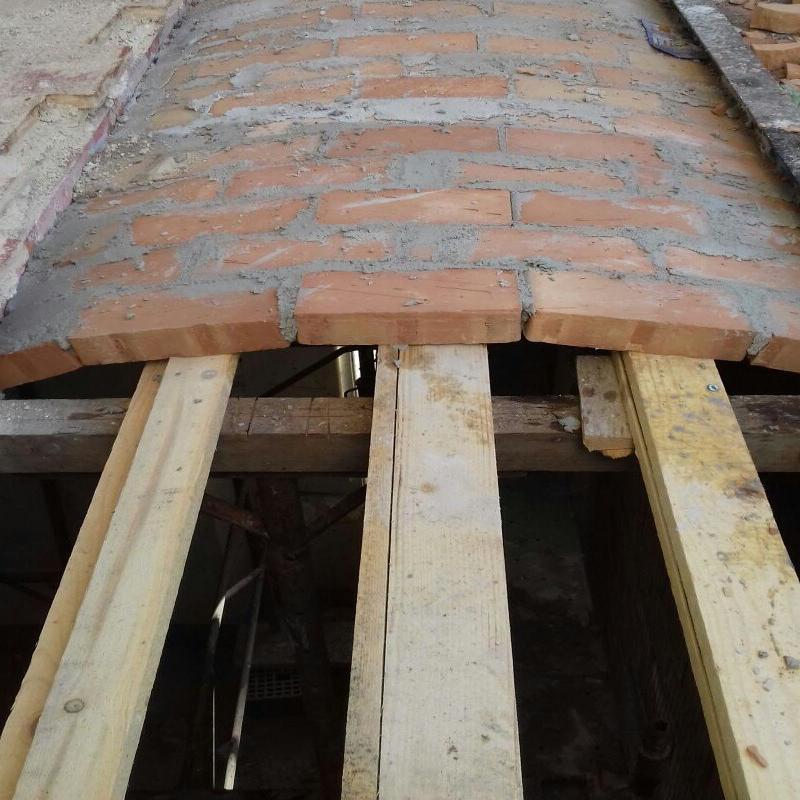Ricostruzione volticine su solai caduti in seguito alle scosse telluriche