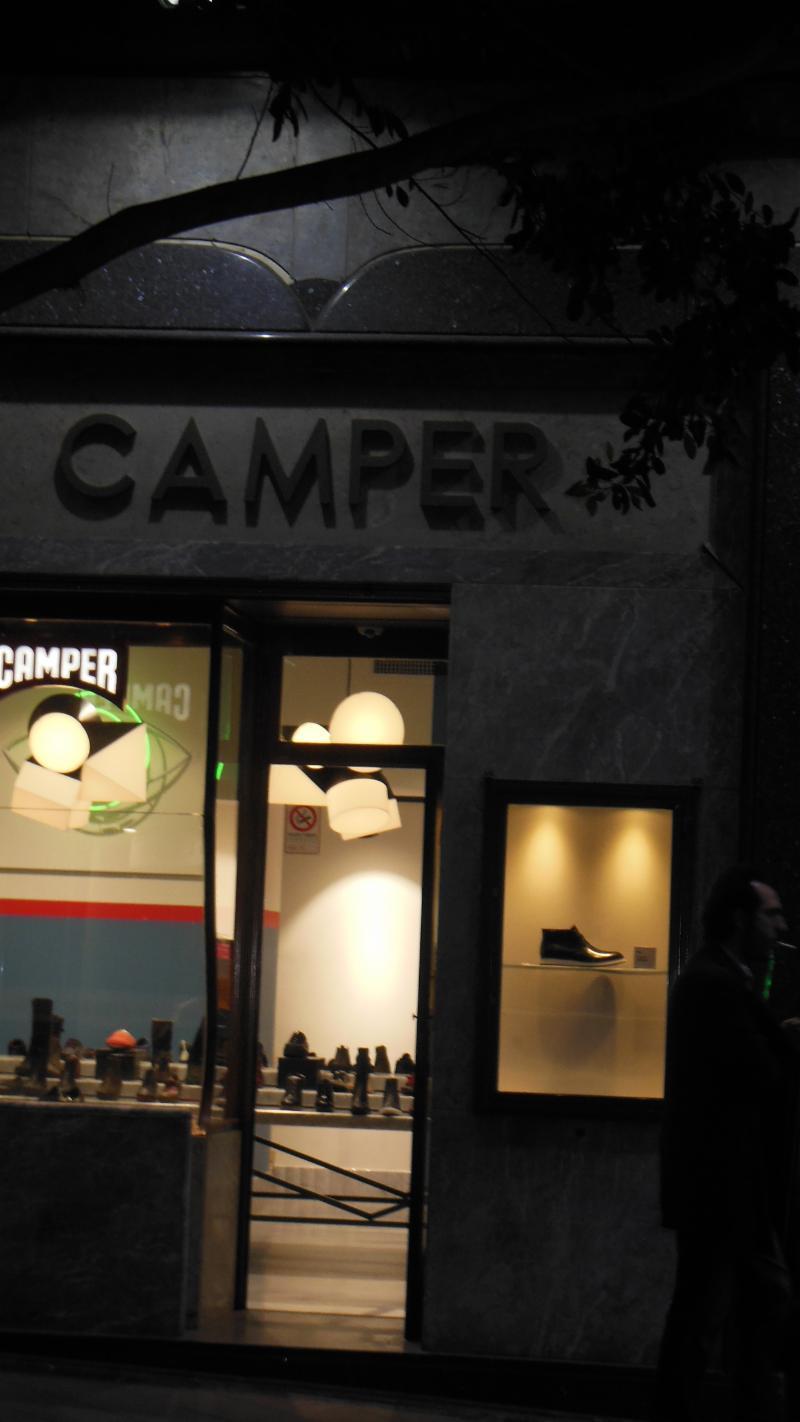 Negozio calzature a Napoli Via Chiaia  d07e84e9b8f
